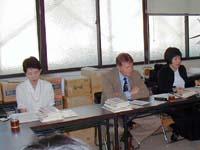 マナエフ氏を挟んで、左:国際交流サービス協会の方、右:通訳の方